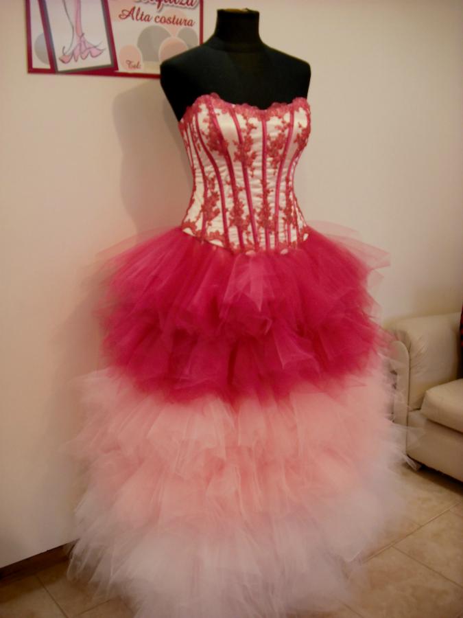 Vestido De 15 Largo Con Falda De Tules En Degradé De Colores Fucsia