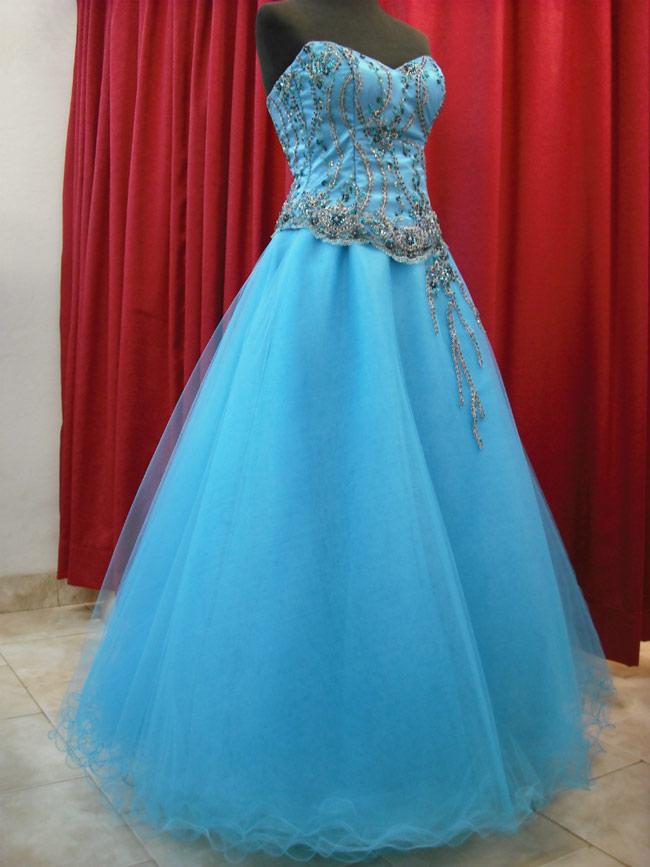 Vestido Quince Turquesa Con Falda De Tules.
