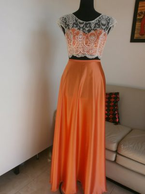 Top y falda color naranja