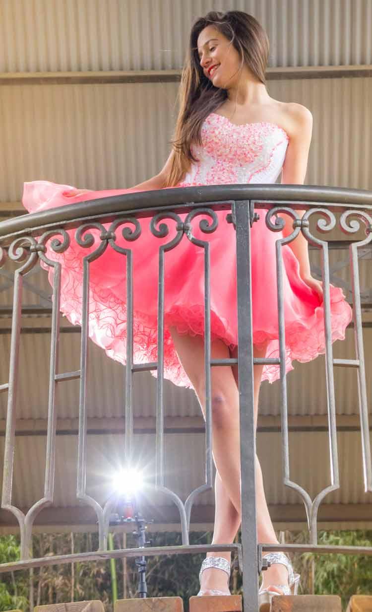 Vestido De 15 Corto Escote Corazón Y Falda En Color Salmón.